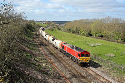 66104 passes Hungerford Common on 6M20 10:37 Whatley - Churchyard Sidings, 26/03/19