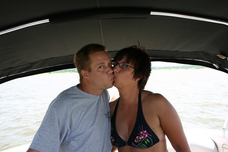 Kissing  ( 2005 )