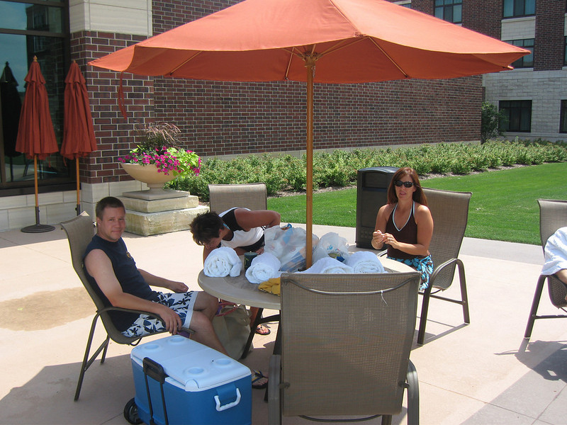 Todd, Lori and Patti by the pool before the concert  ( 2008 )