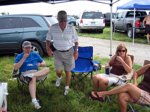 Jim Carrey, Tom and Patti doing a little tailgating before the race ( 2010 )
