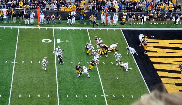 Iowa Hawkeye football game ( 2011 )