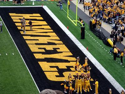 Iowa Hawkeye cheerleaders ( 2011 )
