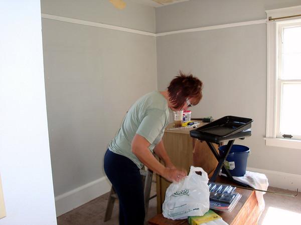 Lori prepares to paint her walk-in closet ( 2011 )