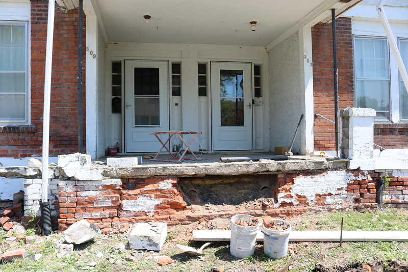 Getting a new front porch  (2016 )