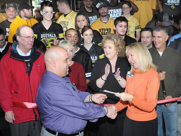 Carey Kelilitz, general manager Buffalo Wild Wings, presented a $706. check to Margaret O'Neal, executive director United Way. This was maney made from Buffalo Wild WIngs VIP event held Saturday night.<br /> Rick Barbero/The Register-Herald