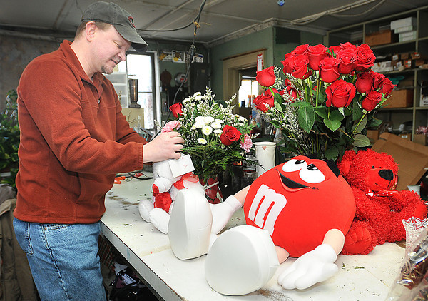 David Prince, owner, works on a Valentine's Day display at Webbs Florist on South Kanawha Street in Beckley.<br /> Rick Barbero/The Register-Herald