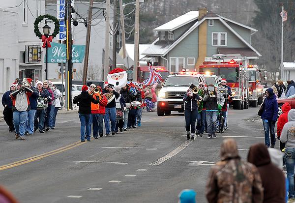 Brad Davis/The Register-Herald<br /> The Sophia Christmas Parade makes its way down Main Street on a chilly Saturday afternoon.