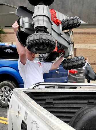 Brad Davis/The Register-Herald<br /> A helpful volunteer loads a toy four-wheeler into a shoppers truck