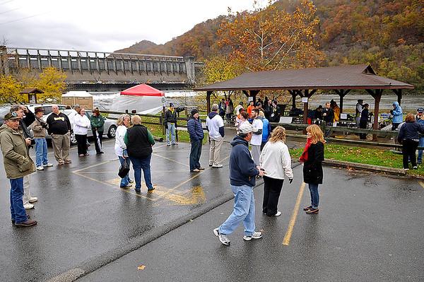 Brad Davis/The Register-Herald<br /> The scene during post run/walk festivities during the Run For Robin 5K Run/1K Family Walk fundraising event Saturday morning at Hinton's Bellepointe Park.
