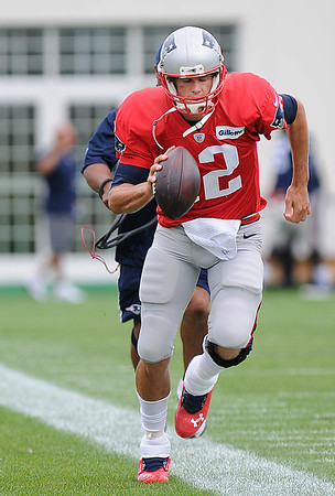 Rick Barbero/The Register-Herald<br /> New England Patriots quarterback Tom Brady practicing at The Greenbrier Resort in White Sulphur Springs Wednesday morning.