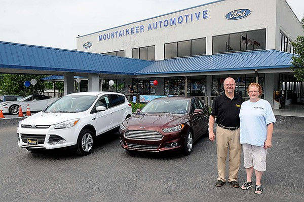 Rick Barbero/The Register-Herald<br /> Jay Anderson, left, sales manager Mountaieer Automotive, left and Dee Sizemore, PR-Fr coordinator Woman Resorce Center.