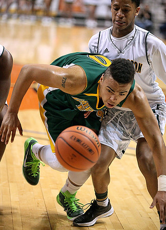 Brad Davis/Register-Herald<br /> Greenbrier East's Ty Walker dives to save a ball that's heading out of bounds during the Spartans' game against Huntington Thursday night.
