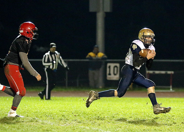 Brad Davis/The Register-Herald<br /> Shady Spring's Chase DeMoss catches a deep pass for a touchdown against Liberty Friday night in Glen Daniel.