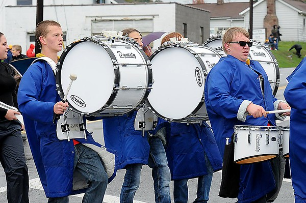 Rick Barbero/The Register-Herald<br /> Shady's marching band in the Shady Spring homecoming parade on Route 19 in Shady Spring Saturday morning.
