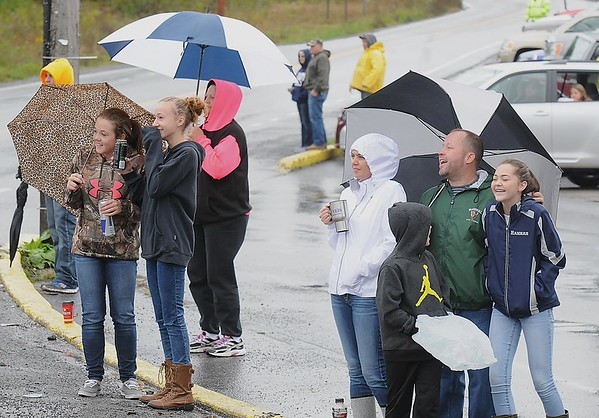 Rick Barbero/The Register-Herald<br /> Spectators watching the Shady Spring homecoming parade on Route 19 in Shady Spring Saturday morning.
