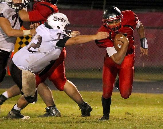 Brad Davis/The Register-Herald<br /> Oak Hill's Deonte Scruggs carries the ball Friday night.