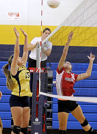 Brad Davis/The Register-Herald<br /> Shady Spring's Mercedes Bloomfield, left, tries to block as PikeView's Hannah Stauffer taps the ball across during a match Wednesday night.