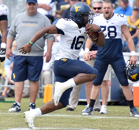 (Brad Davis/The Register-Herald) West Virginia quarterback WIlliam Crest Jr. carries the ball during the Mountaineers' Gold-Blue Spring football game Saturday afternoon at The Greenbrier.