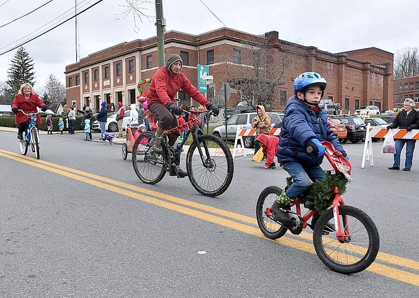 (Brad Davis/The Register-Herald) Fayetteville Christmas Parade Saturday evening.