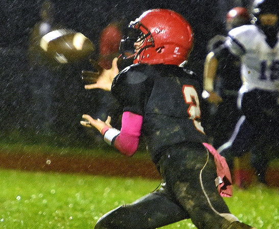 (Brad Davis/The Register-Herald) Liberty's Cruize Carico makes a catch Friday night in Glen Daniel.