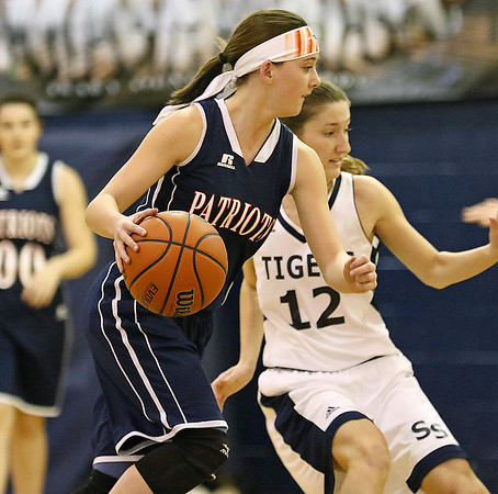 (Brad Davis/The Register-Herald) Independence's Nicole Kester moves the ball along the perimeter at Shady Spring Thursday night.