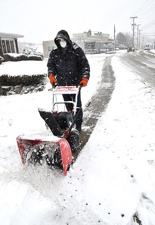 Dallas Bandy, maintenance worker, Beckley Town Hall, cleans snow off the walk in front of the Mayors office on South Kanawha Street.<br /> Rick Barbero/The Register-Herald)