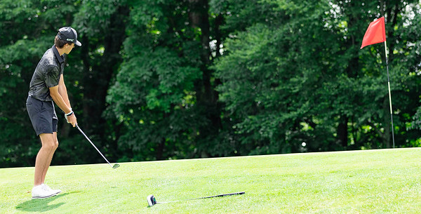 Todd Duncan on hole 13 chips from the edge of the putting green duing the 1st round of the Mountain State golf Tournament at Grandview Country Club. <br /> Tina Laney/for The Register-Herald