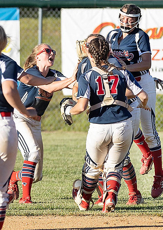 Independence Class AA Regional Champions over Wyoming East Celebrate Victory.<br /> Tina Laney for Register-Herald