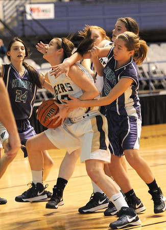 Shady Spring Middle School vs Eastern Greenbrier Middle School the Big Atlantic Classic championship game at the Beckley-Raleigh County Convention Center.<br /> Rick Barbero/The Register-Herald