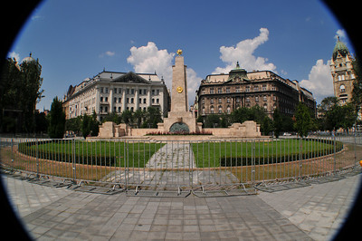 According to our guide, all soviet памятники were removed in Budapest. They gave Russians the choice of one they would keep - this is the memorial to Soviet liberation of Budapest from Nazis. Coincidentally it sits on the square in front of the US embassy. During the riots of 2006 the obelisk was defaced, Hungarians have rebuilt it and put a fence around it.