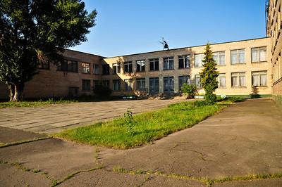 Первая школа. В этом дворе нас приняли в первый класс.
