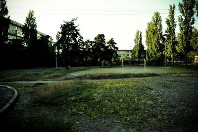 Стадион перед нашими окнами. Зимой его заливали водой, получался каток.