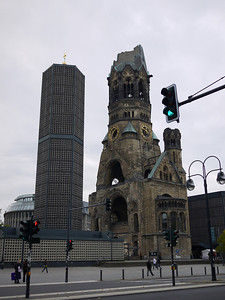 "Memory is a funny thing. I first saw this church in 1999 when I visited Berlin. It was left in this state to remind Germans about the horrors of war. What I had no recollection is this ugly tower built next to it in the 1950s - it's the ""new"" church.  Довлатов писал ""человеческая память избирательна как мусорная урна"". Мне кажется наоборот :)"