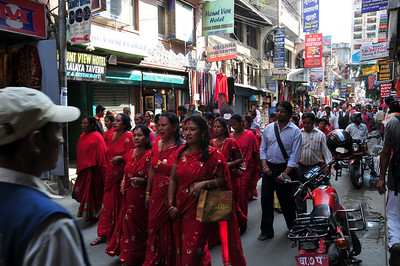 I really wonder what it was all about. Note that all women wear same red sari.