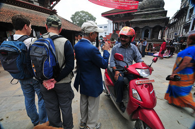 Our guide met a friend drifving his moped