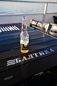 История: на корабле обслуживают. Прошу пиво Балтика - говорят нет. Что есть - Хайнекен и Корона. Вот так - выпить Балтику в Финском заливе у меня не получилось :(