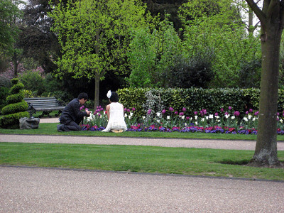On the way back I stopped by at Regents Park. These adorable Japanese people came for some flower photography.