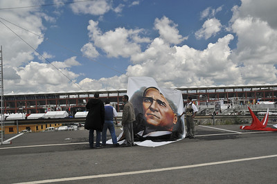 Hoisting up the picture of Ataturk before F1 race.