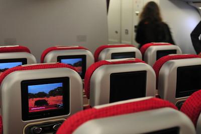 Когда я был в Йоханесбурге, носорогов не видел. А на этом самолете я подхватил что-то серьезное, 3 недели отходил.