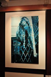 Увидел в галерее - понравилось. Намалевано на стекле, очень красиво. Всего штука фунтов.