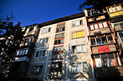 Четвертый этаж слева - наша квартира, справа бабушка и дедушка.