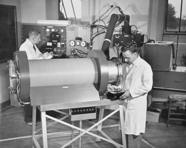 Hochstetter physics lab, University Archives, 1954, call number: 85Z:2(2) © UB Archives   Please contact University Archives at lib-archives@buffalo.edu for permission to use this image.