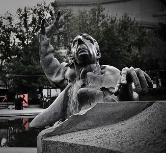Памятник какому то Армянскому композитору.