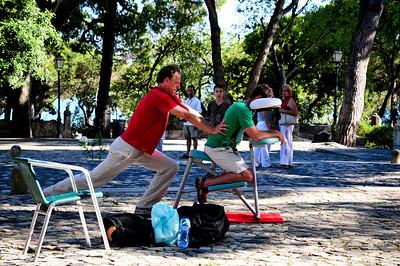 Голандец переехал в Португалию, летом промышляет масажем, зимой работает в call-center. Добрый мужик, хорошо поработал. Ждал своей очереди почти пол часа.
