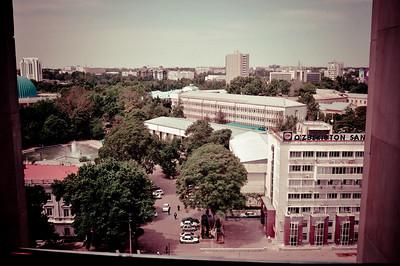 А из моего окна гостиницы Узбекистан (Узбечка в народе) виден советский город Ташкент.