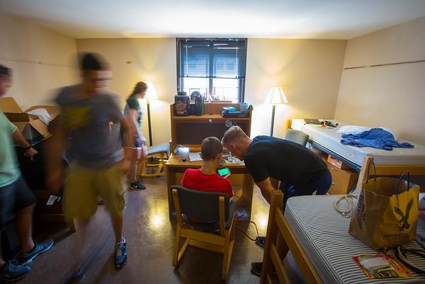 Move in Day in Ellicott Complex<br /> <br /> Photographer: Douglas Levere