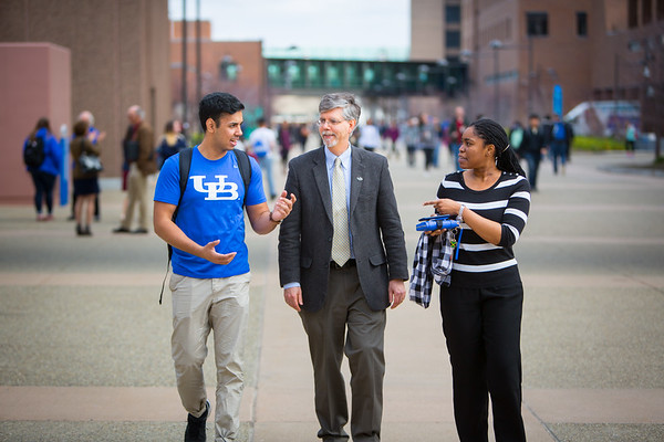 Experiential Learning Networkprofessors interacting with students on North Campus.<br /> <br /> Photographer: Douglas Levere