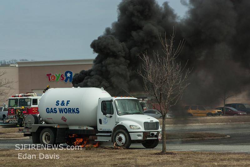 03-16-2015, Commercial Vehicle, Vineland, Cumberland Mall Parking Lot, (C) Edan Davis, www sjfirenews com  (2)