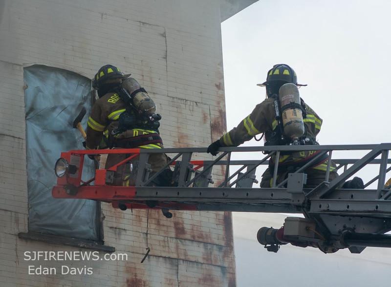 07-29-2015, 4 Alarm Commercial Structure, 19 N  High St  Millville, (C) Edan Davis, www sjfirenews (40)