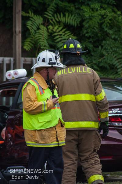 08-20-2015, MVC with Entrapment, Millville, N  3rd St  and E Vine St  (C) Edan Davis, www sjfirenews (7)